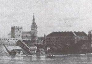 Шпиль оновленого домініканського костелу на фоні панорами міста Луцька