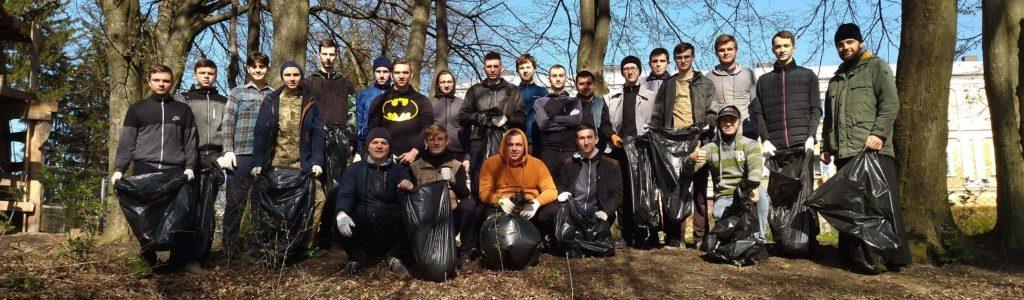 """Луцькі семінаристи долучились до екологічної толоки """"Чисте довкілля"""""""